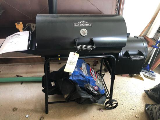 River Grille BBQ grill/smoker