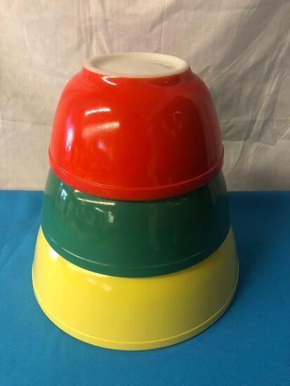Pyrex nesting bowl set, 3 pieces