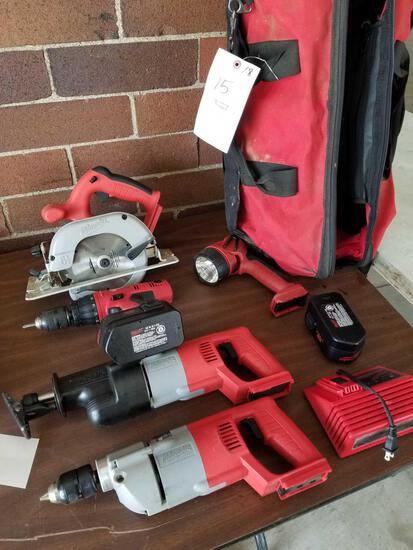 Milwaukee 18v cordless set with charger and 2 batteries, works