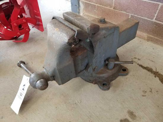 Large vice, 6 1/2 in jaws