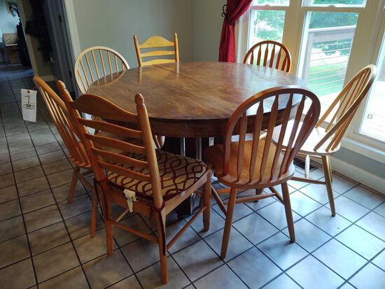 Round Kitchen Table w/ 7 Chairs