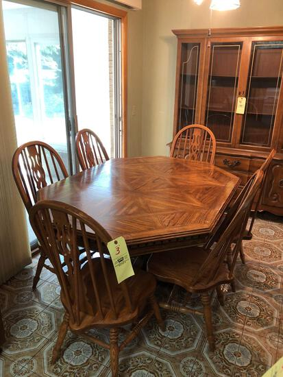 Oak Pedestal table w/ 6 chairs
