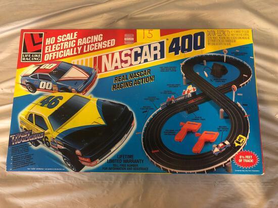 NASCAR 400 HO scale racing set, sealed