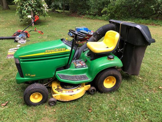 John Deere LX 266 riding mower