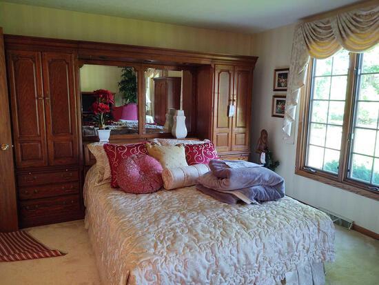Thomasville Oak 3 pc Bedroom Suite inc. Storage Head Board w/ Full Bed
