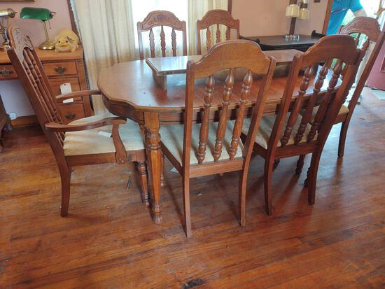 Dining Room Table w/6 Chairs and Extra Leaf