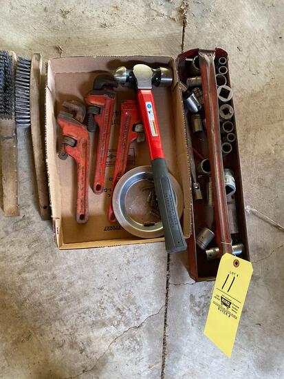 Pipe wrenches - hammer - sockets