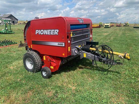 Pioneer 4400 Round Baler