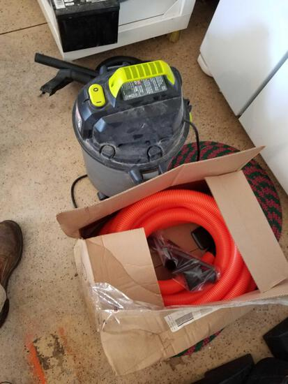 Shop vac, orange hose