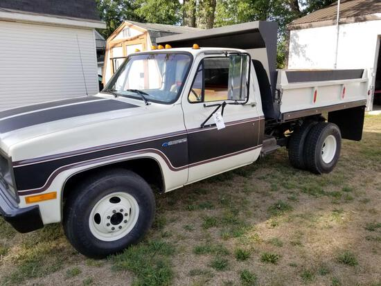 1989 R3500 Dump Truck, very nice