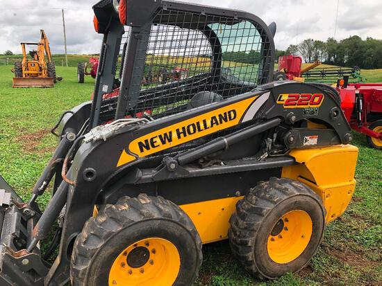 Like new NH L220 2012 skid loader 2 sp. ext. hyd., hyd. disconnect