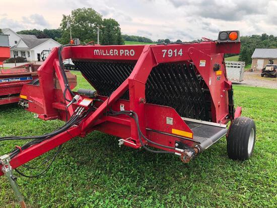 Nice Miller Pro 7914 hay merger hay buddy