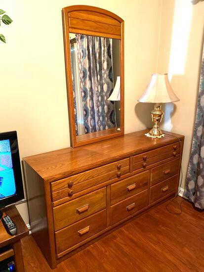 3 Pc Oak Bedroom Suite /Bassett
