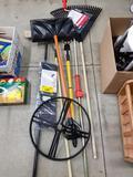 Lawn tools, umbrella base