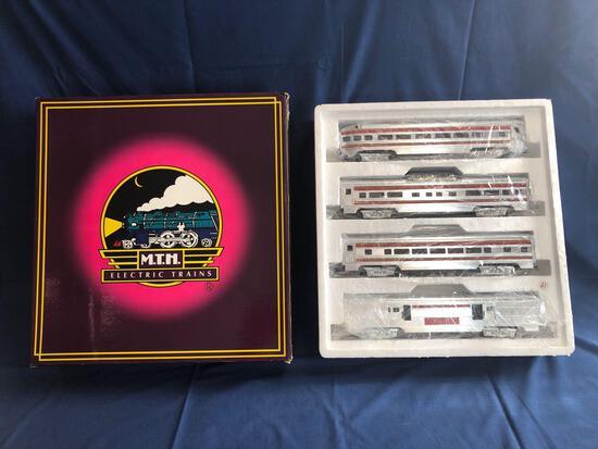 MTH Santa Fe Striped 3 Rail Aluminum Car Passenger Set