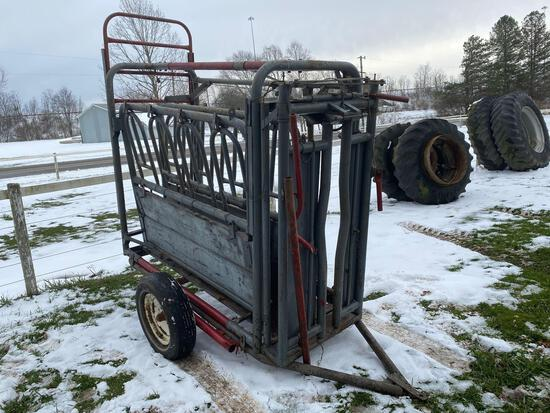 Portable squeeze chute