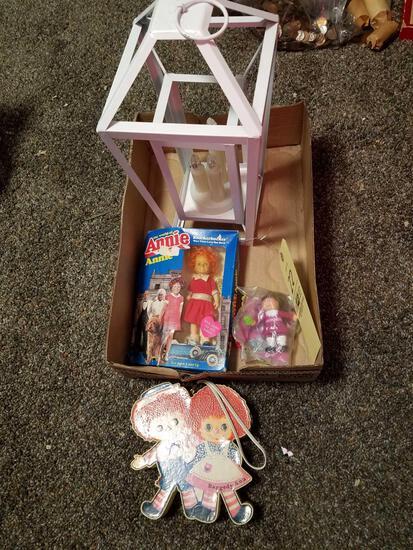 Battery op candle holder, annie doll, raggedy ann