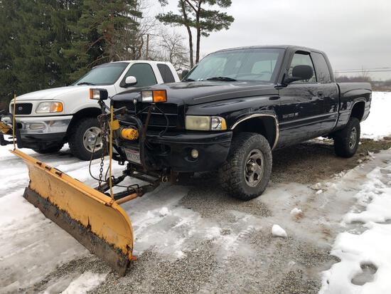 2001 Dodge RAM 1500 Extended Cab w/ Meyers Snow plow