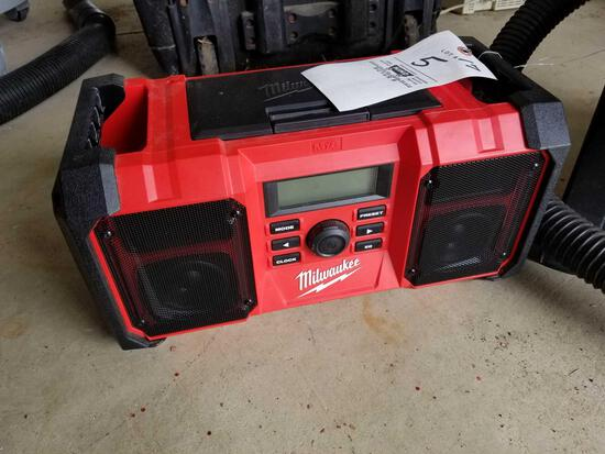 Milwaukee radio, no battery