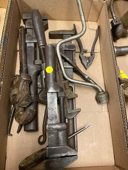 1 flat tools/wrenches vintage