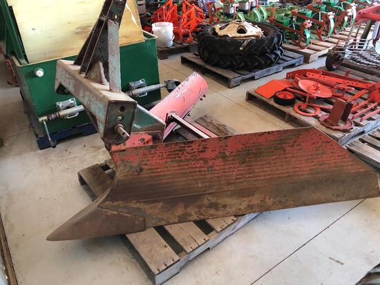 David Bradley mod. 913 V-ditcher/plow