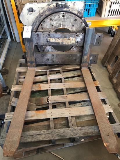 Brudi 4,400-lb. rotating pallet fork attachment