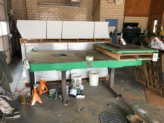 Heavy-duty fabrication table
