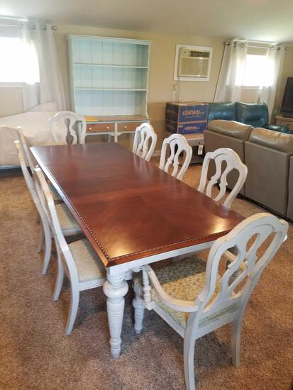 Broyhill dining room table with 8 chairs and 2 leaves