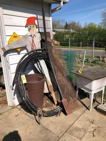 Gas pipe, metal mesh, laundry tub
