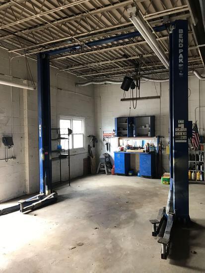 Bend Pak 10,000lb Auto Shop Lift