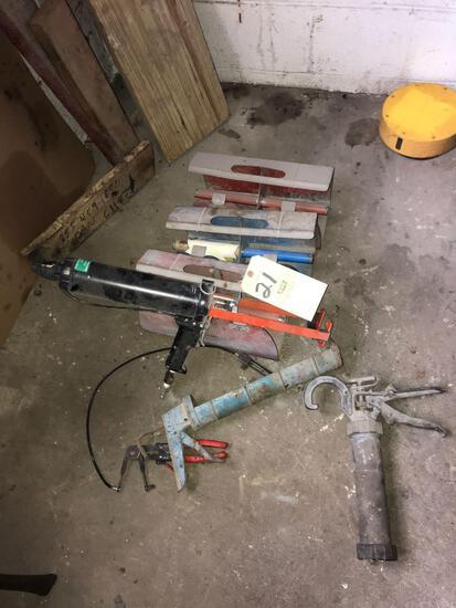Dispensers - pneumatic caulk gun - tools