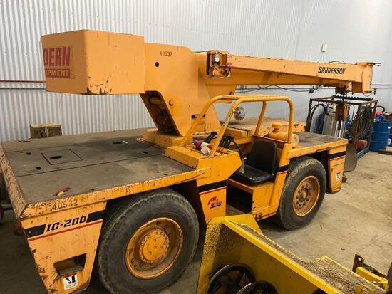 Broderson IC-200 rubber tire crane