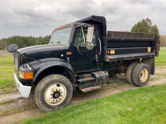 1989International 4900 truck,