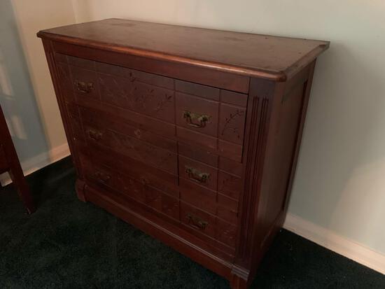 Three-drawer dresser