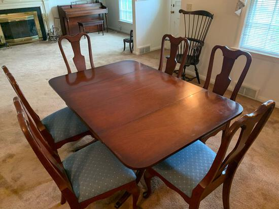 Duncan Phyfe Cherry Table w/ (6) Chairs