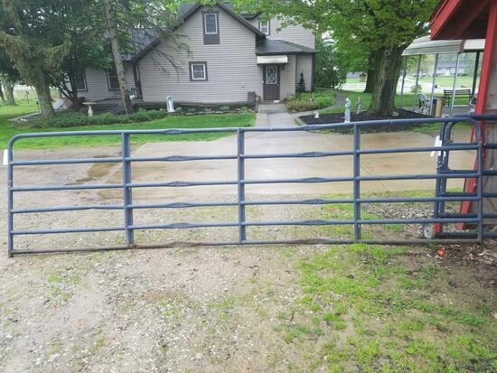 Grey 15.6ft gate