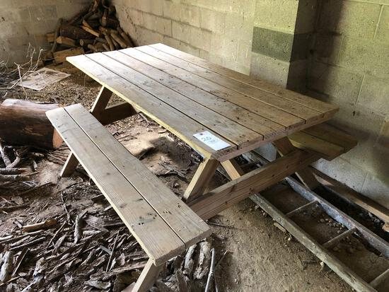 Picnic table (approx. 6 ft.)