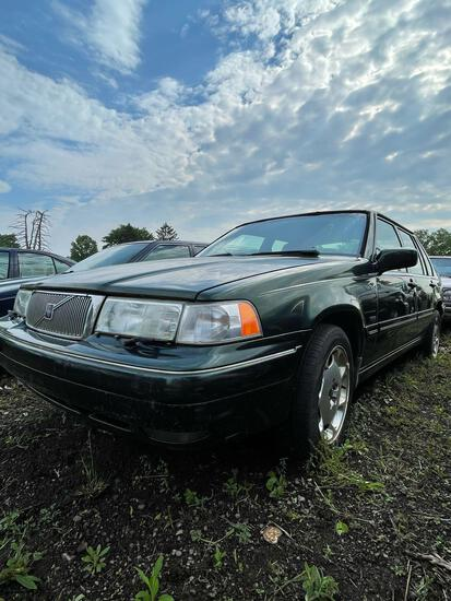 1998 Volvo S90 4 Door, Runs, Not Drivable, 148K, Mold in Interior