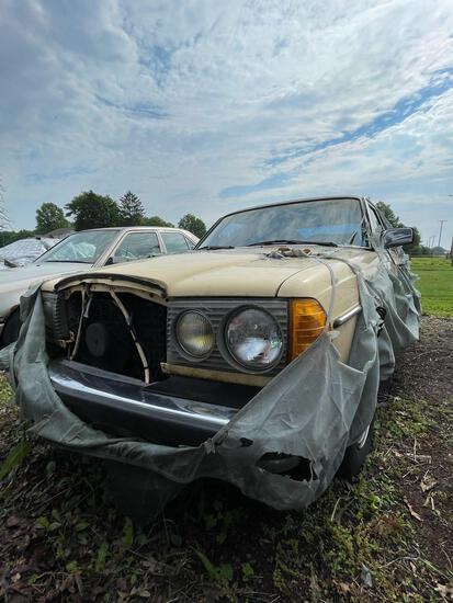 1981 Mercedes Benz 300D Diesel, 267K, Ran when parked, no rear window