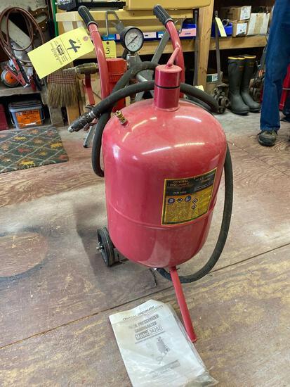 Central Pneumatic 40 lb. pressurized sand blaster, model #34202