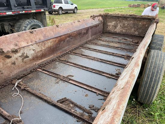New Idea 3632 manure spreader