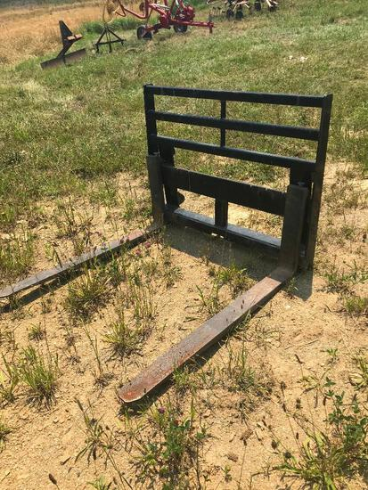 Euro style quick tatch pallet forks