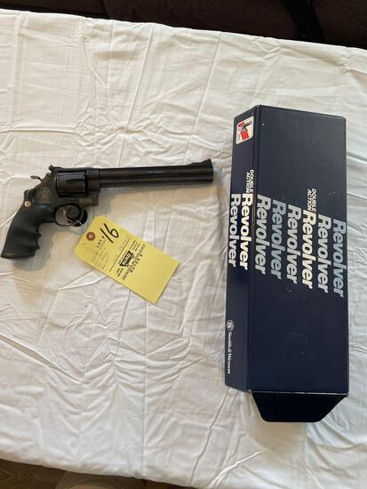 Smith & Wesson 29 classic, .44 mag, 6-shot revolver