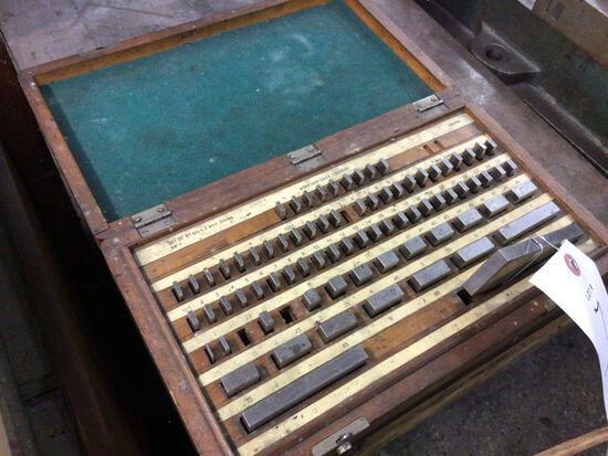 Partial set of gauge blocks in case