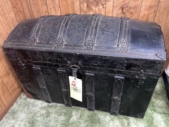 Hump-back trunk
