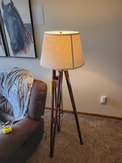 Modern decorative tripod floor lamp