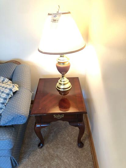 Queen Anne Style End Table with Lamp