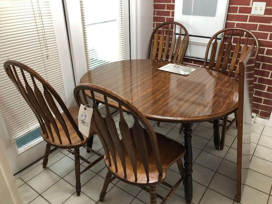 Dinette with (4) Chairs, Extra Leaf