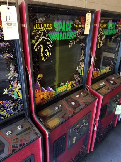 Midway Deluxe Space Invaders arcade machine, no key