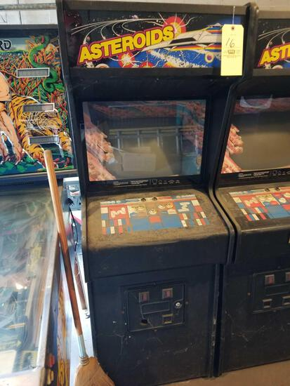 Atari Asteroids arcade machine, no key